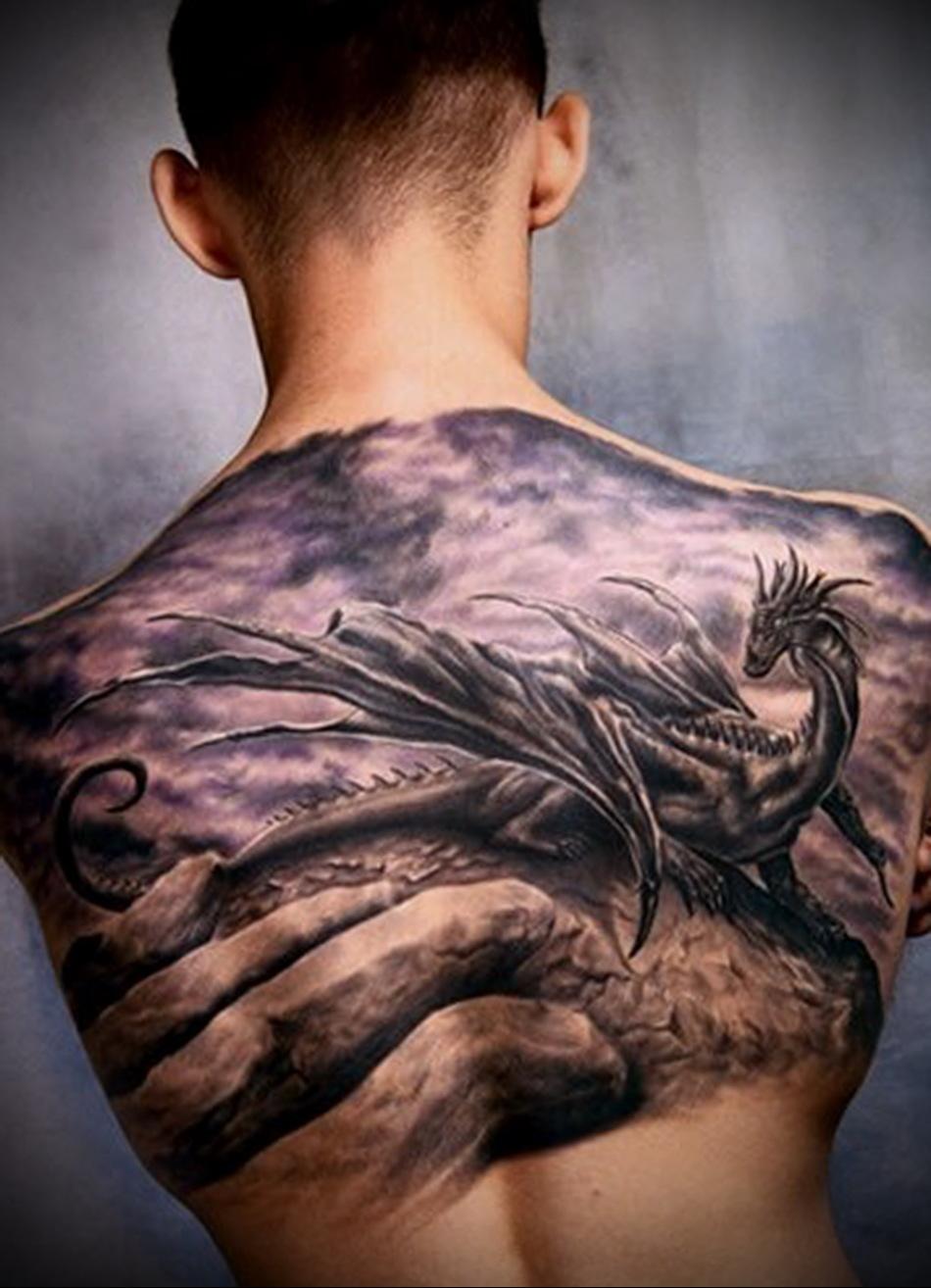 muzhskaya-tatuirovka-na-spine-v-vide-drakona.jpg