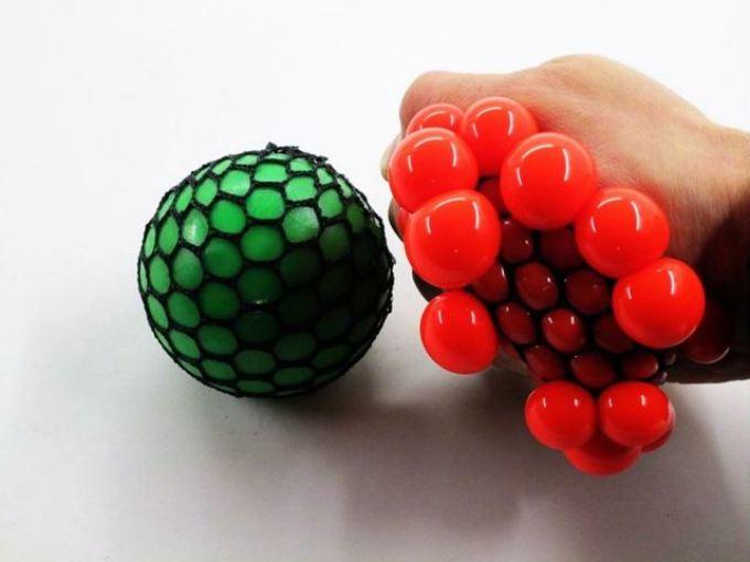 Сделайте шарик из сухого лизуна