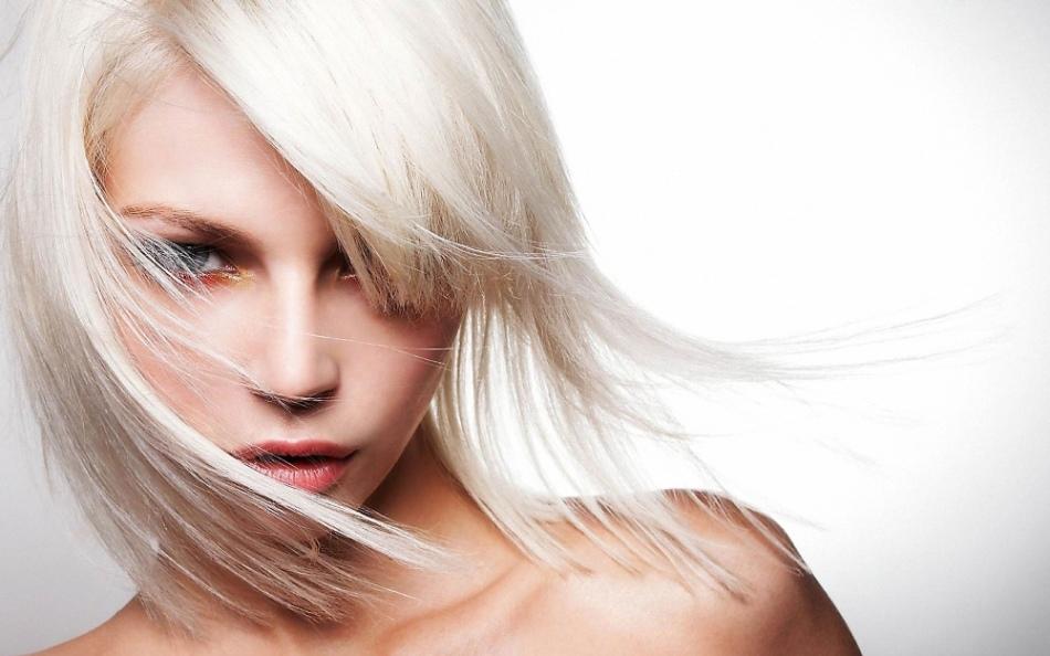 Можно использовать хозяйственное мыло и для осветления волос