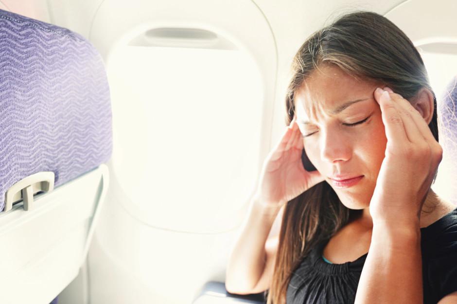Причиной появления заложенности ушей при посадке и подъеме самолета