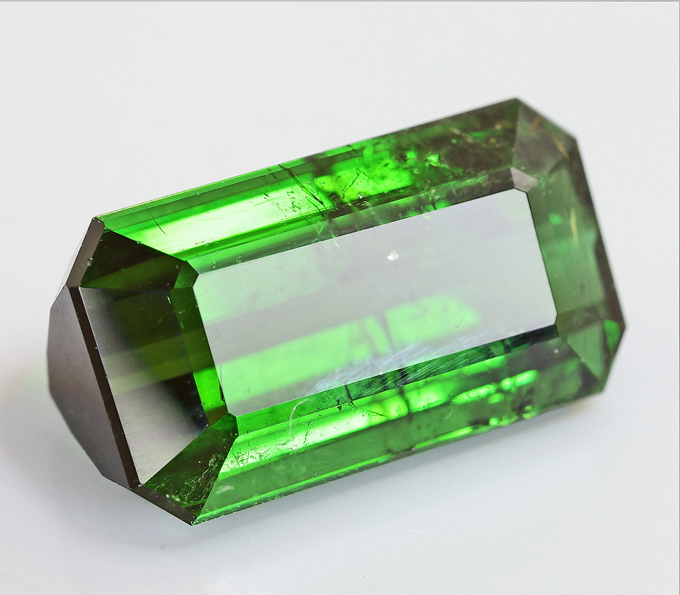 Зеленый турмалин