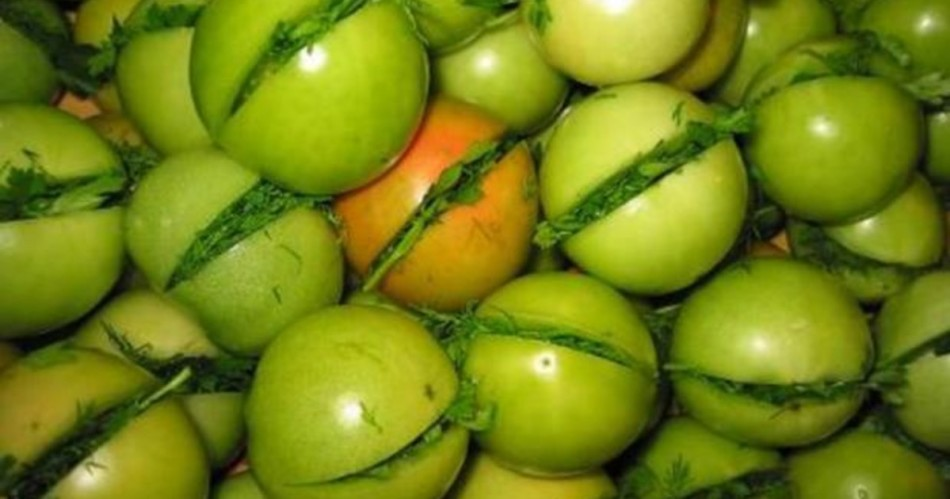 Недозрелые помидоры можно очень вкусно приготовить!