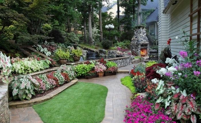 Цветущий чистый двор - мечта каждой хозяйки
