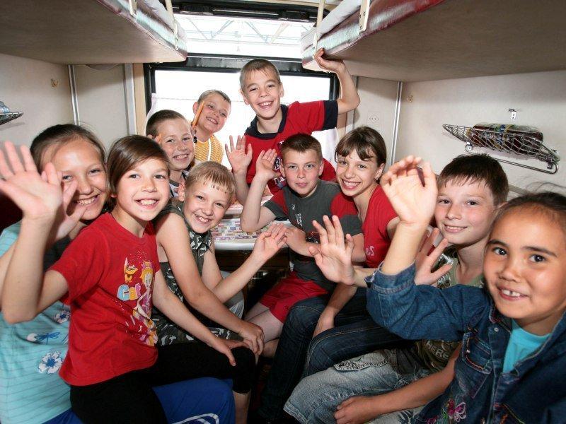 Продумайте развлечения для ребенка, ведь не факт, что в поезде будут другие дети