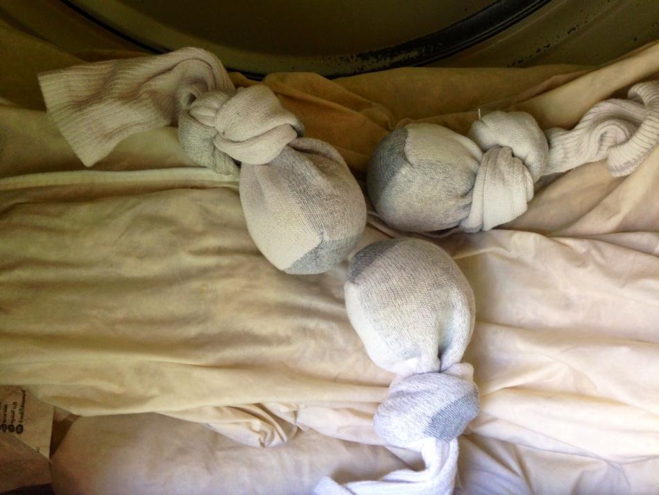 Постирать подушку из пера