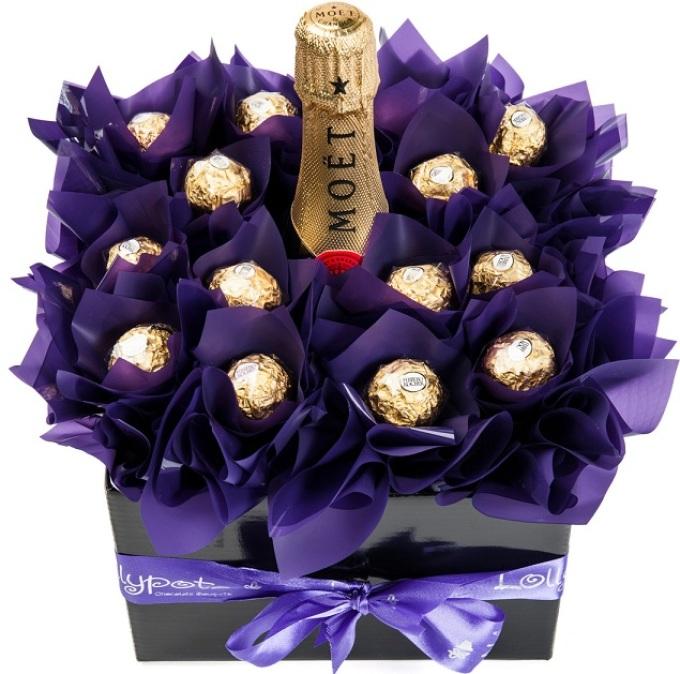Букеты с шампанским и конфетами на новый год, букет цветов недорого