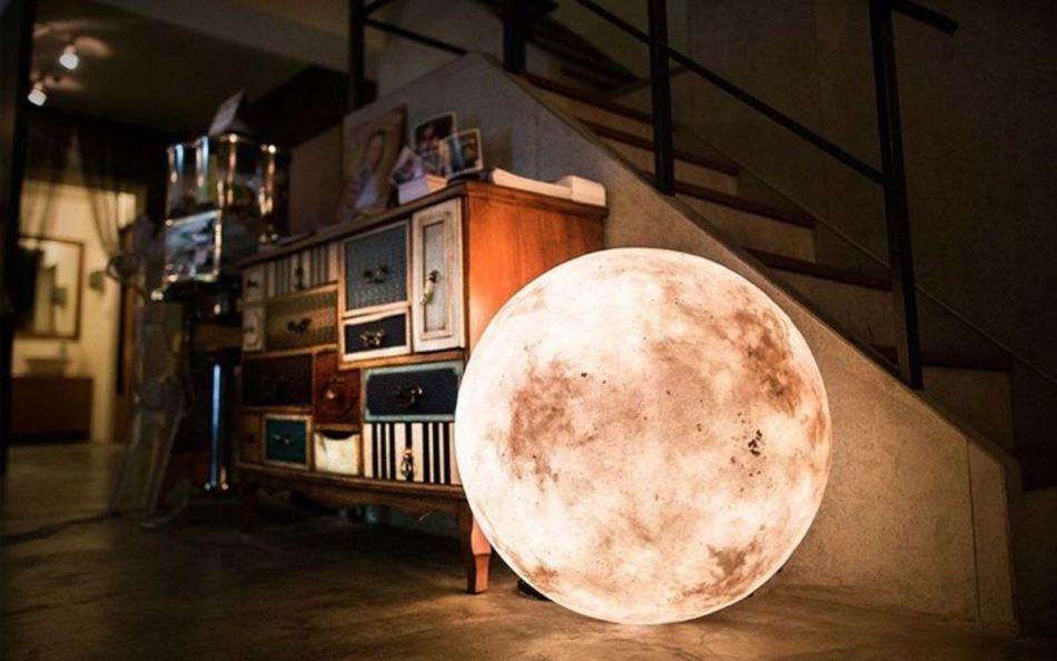 Ночник в виде луны