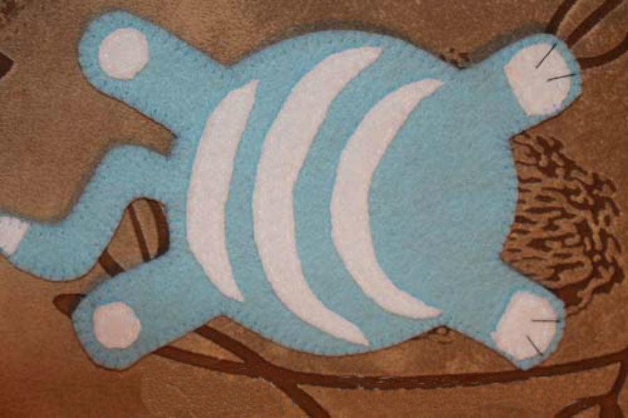 a-vot-tak-nuzhno-obshit-samo-tulovishe-kotika-podstavki-iz-fetra Подставка под кружку своими руками (мастер