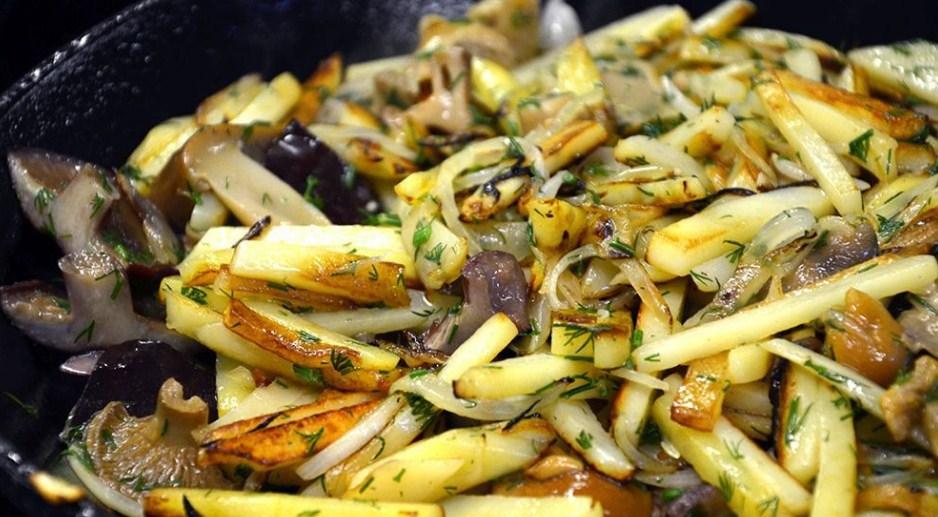 Маринованные грибы с картофелем