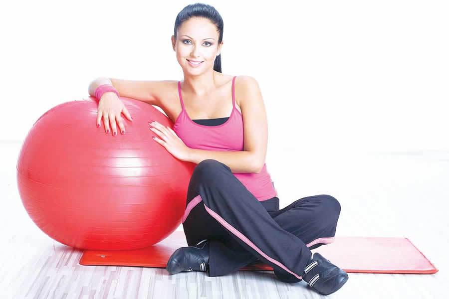 Стимулировать сокращения матки после родов можно с помощью специальной гимнастики.
