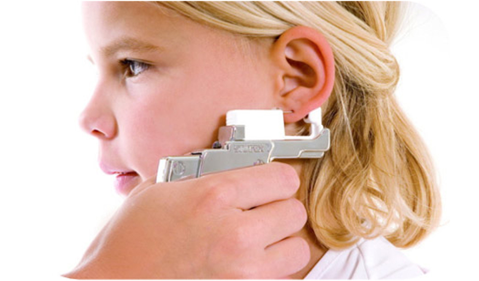 Прокол уха системой 75