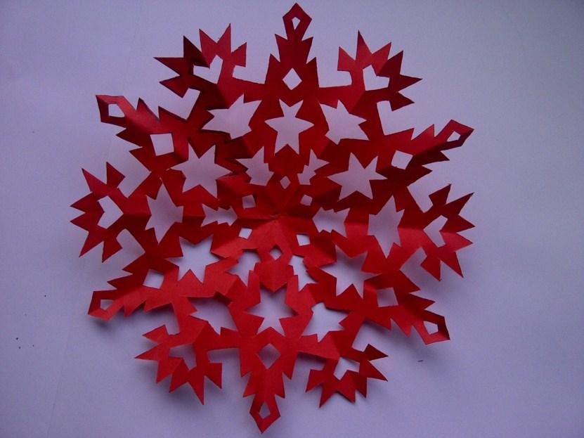 krasivie-snezhinki-iz-bumagi-foto-8 Как крючком связать красивую снежинку? Снежинки крючком: узор, схемы с описанием для начинающих