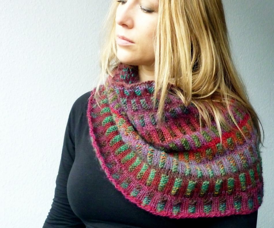 27e933d1376d33ad19b27255cfb30025 Как связать красивый женский шарф снуд спицами для начинающих? Как вязать снуд в один и два оборота спицами, сколько петель набирать, какой узор выбрать?