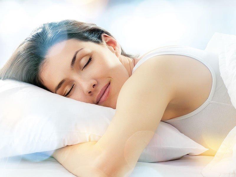 Постоянный недосып может быть главной причиной покраснения глаз
