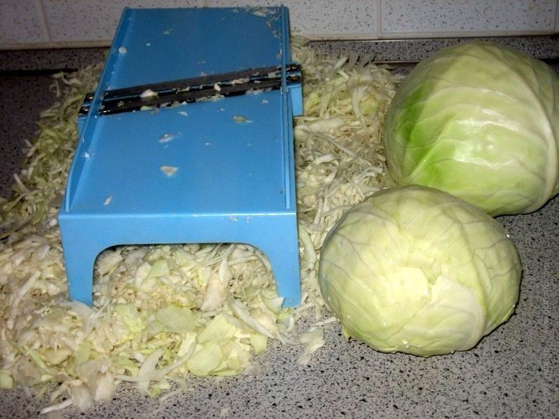Как нарезать капусту на терке?