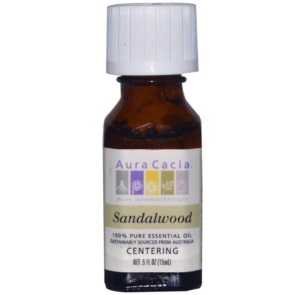 Можно использовать масло сандала в качестве одного из компонентов питательной или увлажняющей маски.