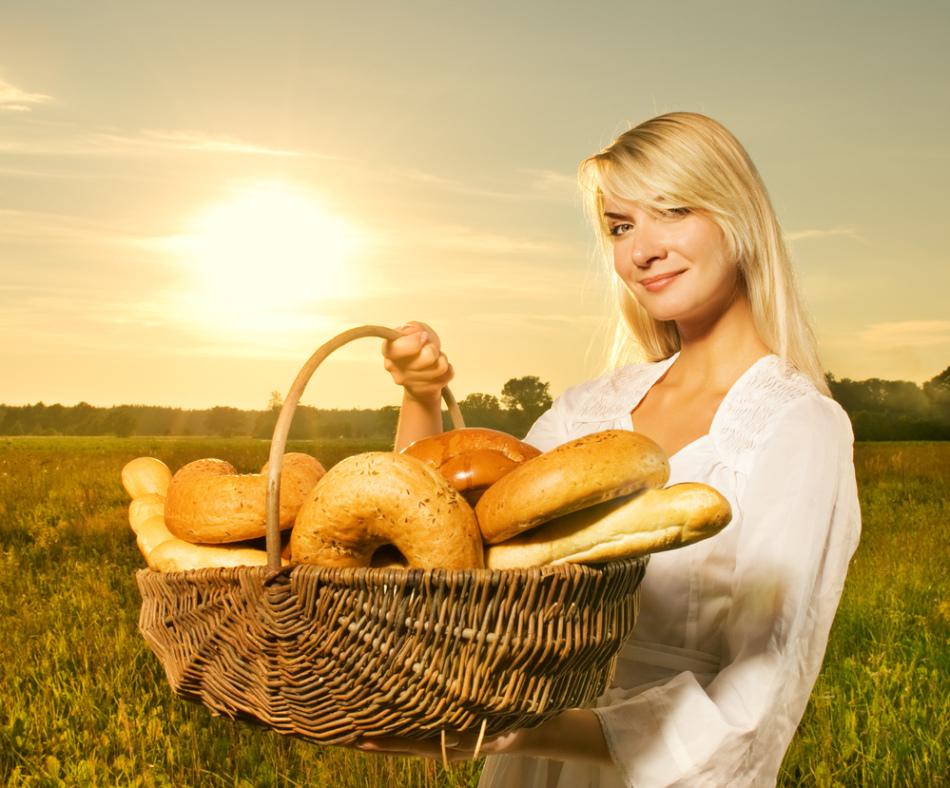Хлеб во сне женщины указывает на необходимость провести время с семьей.