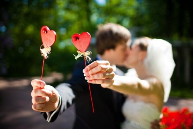 Молодоженам горящие губы сулят прекрасный медовый месяц