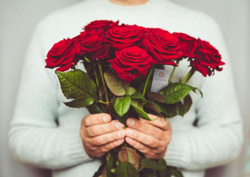 Во сне мужчина подарил букет красных роз, белых красных роз