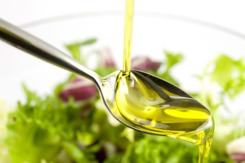 В состав такого масла входят антиоксиданты, которые способны защитить кожу от пагубного воздействия окружающей среды