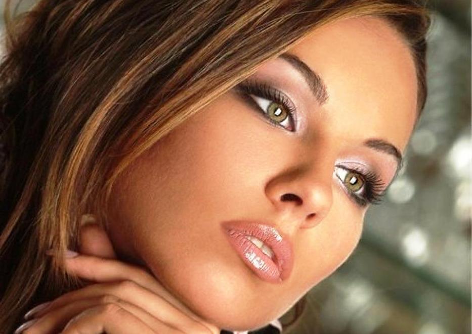 Свадебный макияж для шатенки с зелёными глазами