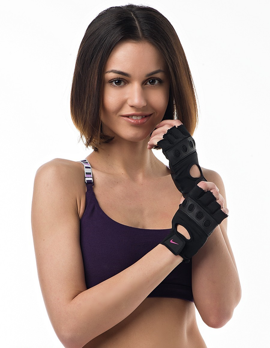 Любая спортивная девушка будет рада подарку в виде тренировочных перчаток