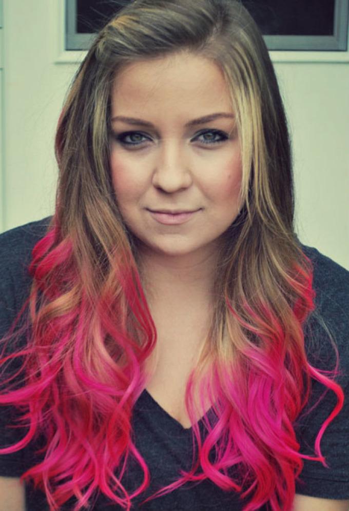 Ярко-розовое омбре для русых волос