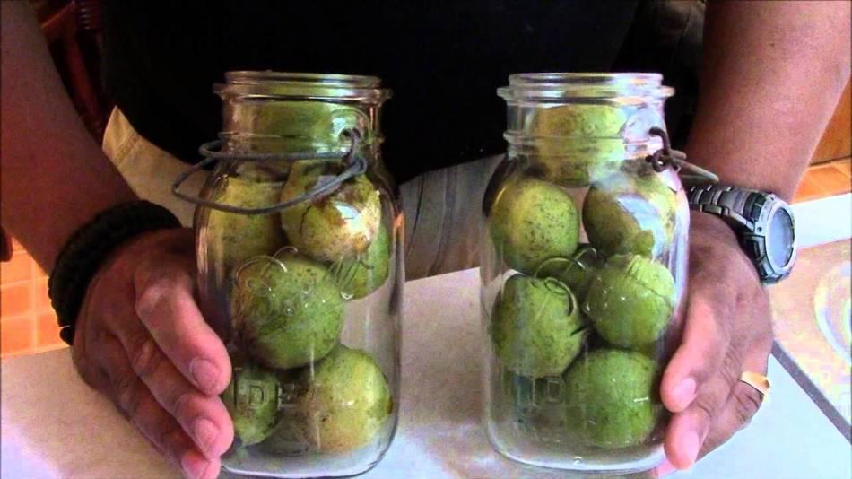 В чистом виде, зеленый орех употреблять в пищу нельзя