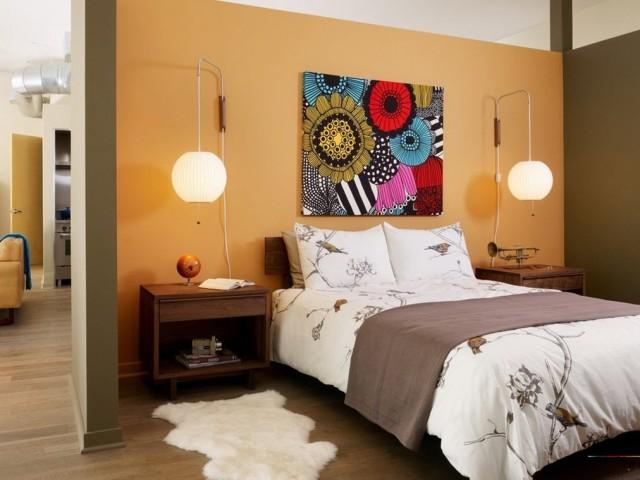 Как повесить картины над кроватью