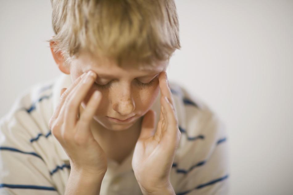 Проблема с глазами ребенка может вызвать головные боли