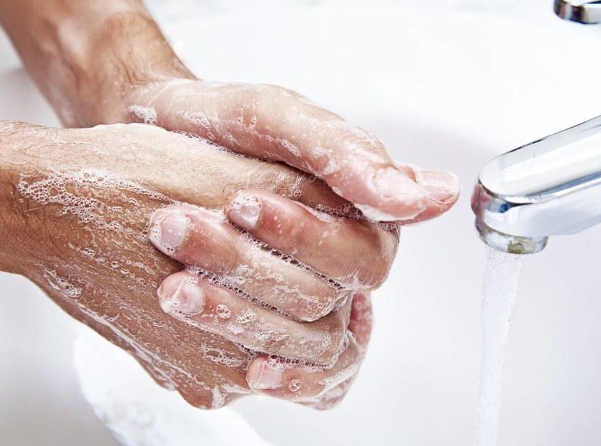 Как правильно мыть руки перед процедурой нанесения крема от герпеса?