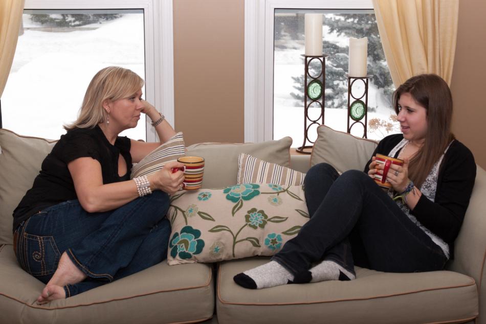 Важность беседы мамы и дочери о первых месячных