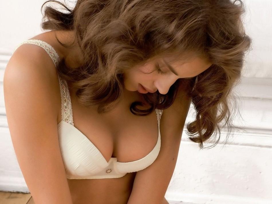 Из-за чего болит грудь до наступления месячных?