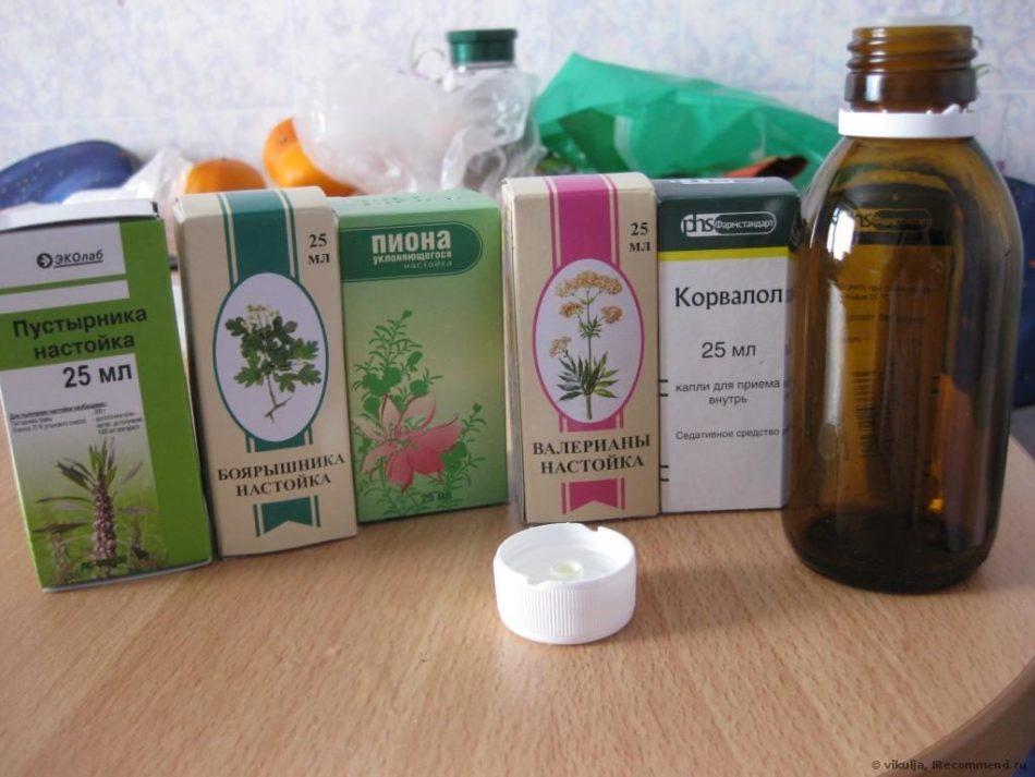 Коробки с жидкими лекарствами, у которых нет дозатора