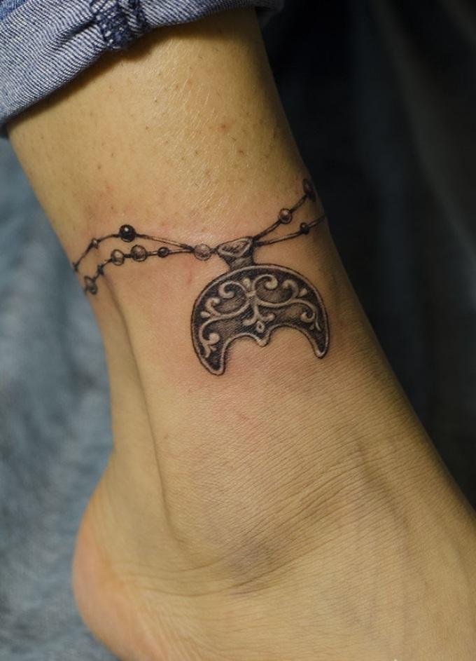 Татуировка-лунница от сглаза
