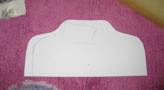 kak-sshit-kukolnii-myagkii-divan-svoimi-rukami-iz-podruchnih-materialov-shag1 Домик и мебель для кукол своими руками из картона: схема, выкройка, фото. Как сделать кровать, диван, шкаф, стол, стулья, кресло, кухню, холодильник, плиту, коляску для кукол из картона своими руками
