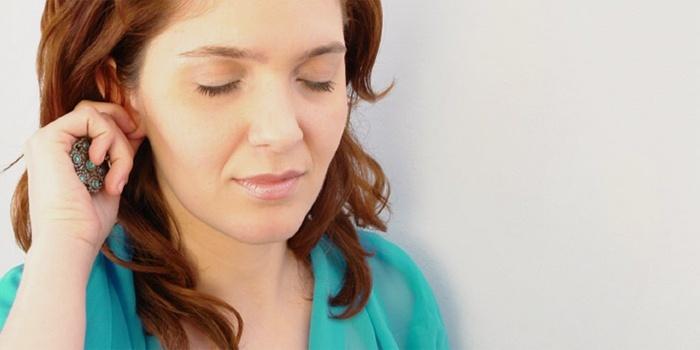 Жар в ухе может сопровождаться резким ухудшением самочувствия