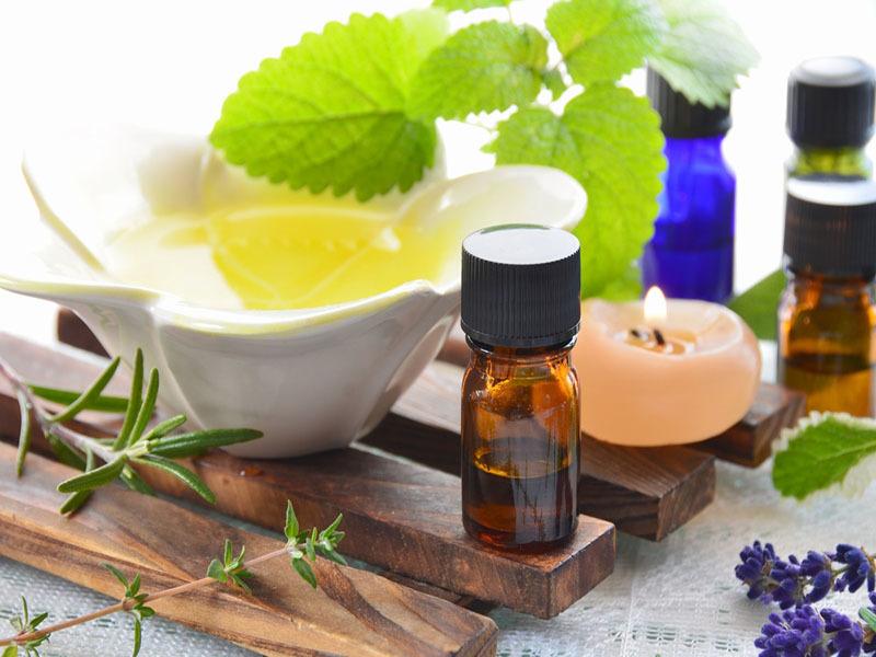Масло очищает кожу ,не пересушивает ее и питает полезными микроэлементами