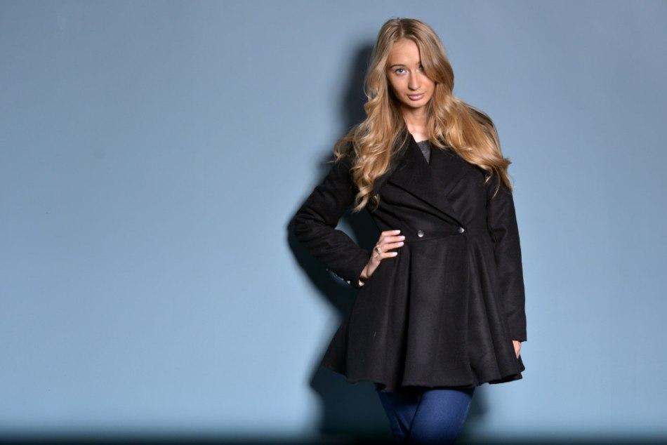 Как правильно ухаживать за черным пальто?