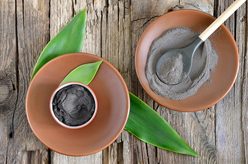 Каждая из видов косметических глин имеет свои характерные свойства. учитывайте это, выбирая компонент для маски из активированного угля с глиной