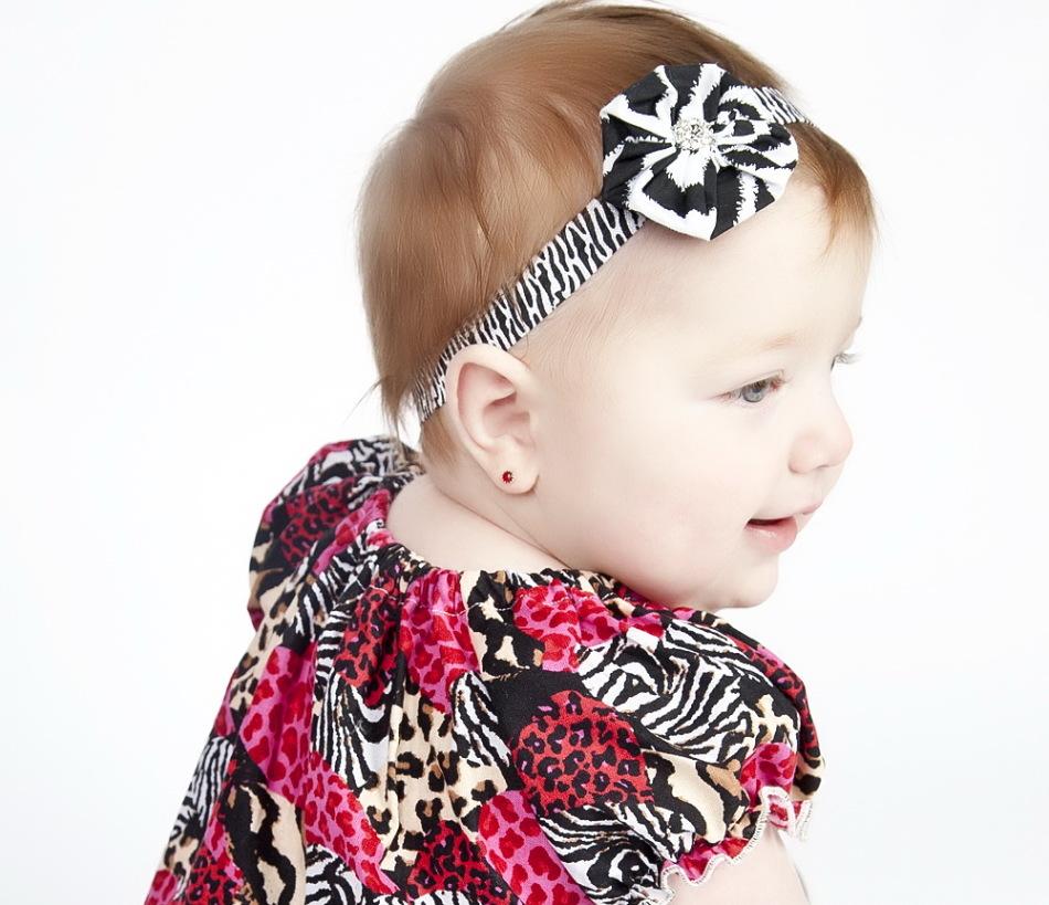 Ребенок с сережками