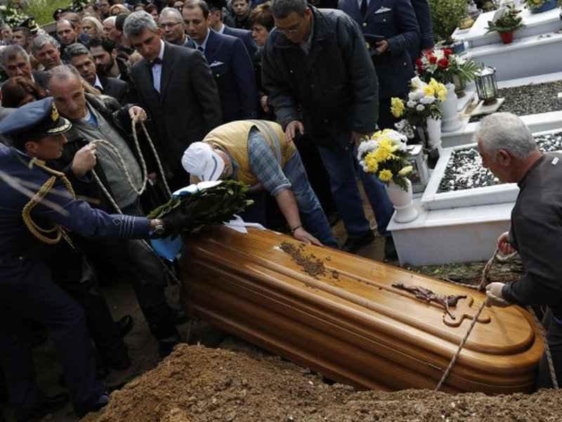 К чему снятся похороны знакомого?