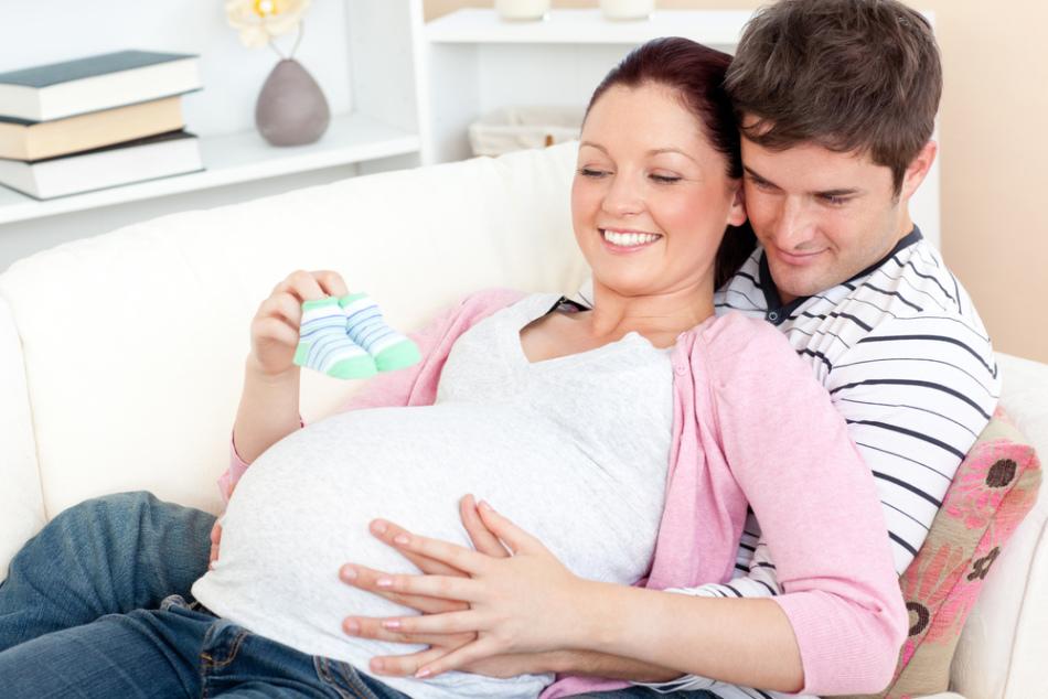 Сияющий вид будущей мамы говорит об ожидании сына