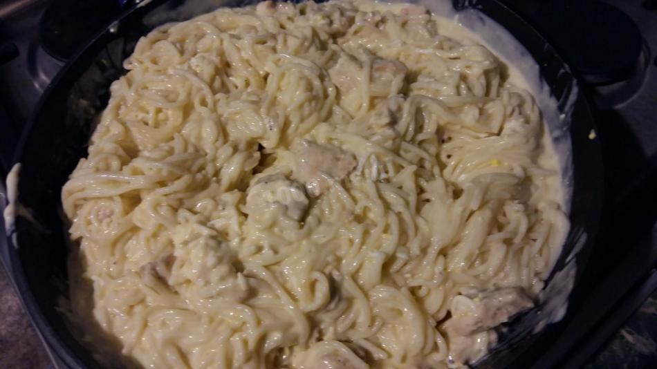 Спагетти под сметанным соусом с сыром