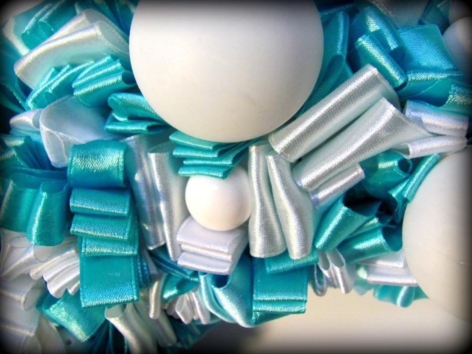 34c2f12ee3ee8b48410f7a1670149cbc Как сделать новогодний рождественский венок на дверь своими руками: идеи, мастер класс, фото. Как купить новогодний венок в интернет магазине Алиэкспресс?