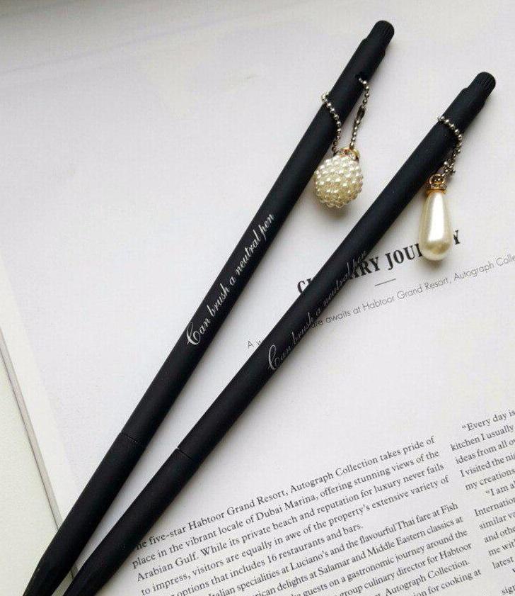 Стильная ручка в подарок девушке