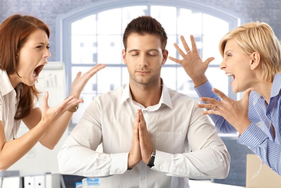 Если на вашей работе среди коллег имеются энергетические вампиры, сохраняйте спокойствие