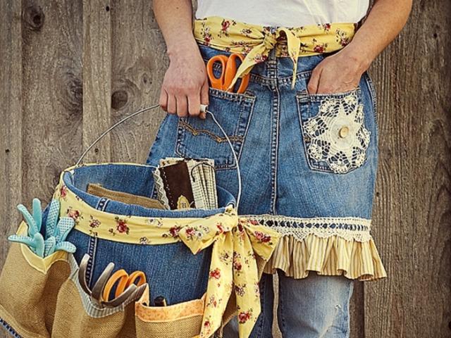 0f2d5b202afc Что можно сделать из старых джинсов? Как сшить юбку, тапки, фартук,  жилетку, покрывало, шорты, рюкзак, детский сарафан, сумку из старых джинсов  своими ...