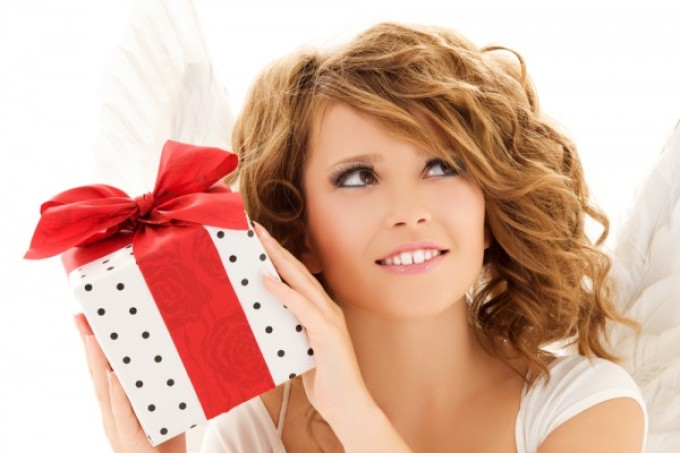 Многие сонники, приснившийся подарок сравнивают с успехом в любом деле.