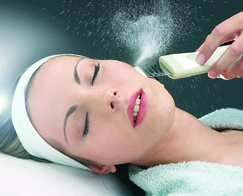Процедура эксфолиации способна решить многочисленные проблемы с жирной кожей